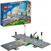 LEGO City Town Piattaforme Stradali, Playset con Lampioni, Semafori e Mattoncini Fosforescenti